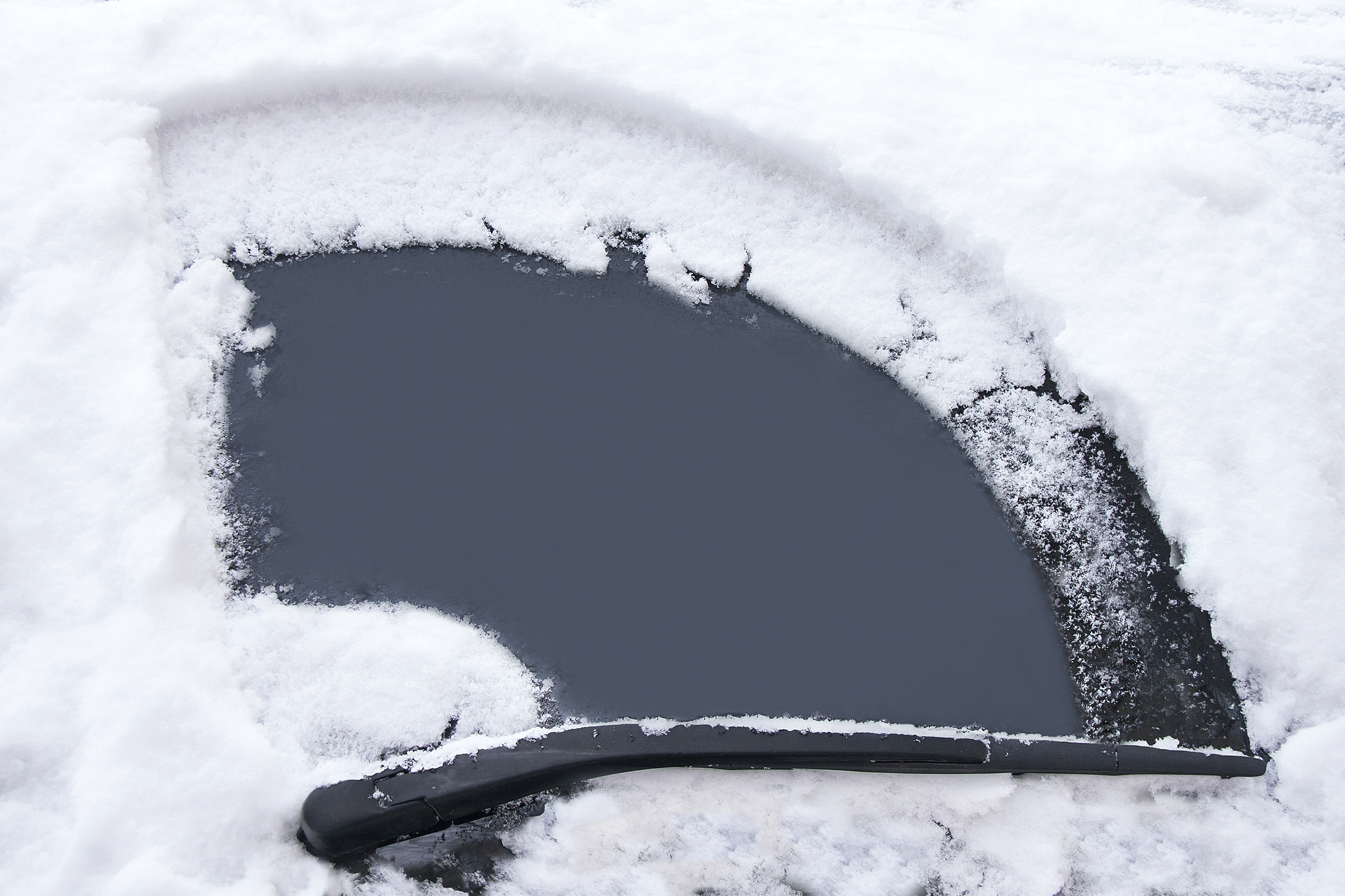 snow-windscreen-istock_000053059880_medium